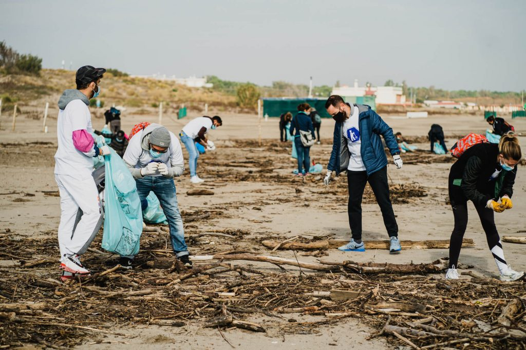 seay team beach clean up marina porto caleri
